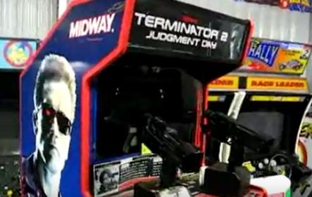 """T2 - Selbst erstellter Screenshot eines YouTube-Videos rund um den Automaten zu """"Terminator 2"""""""